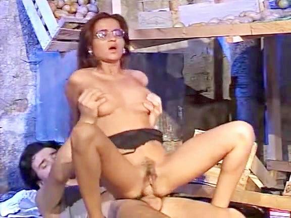 Il Condominio Delle Mogli Infedeli - classic porn movie - 1992